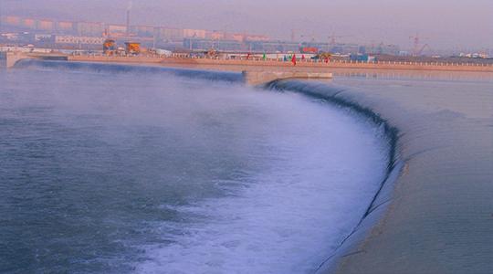 Arc-type rubber dam on the Hunjiang River, Baishan City, Jilin.