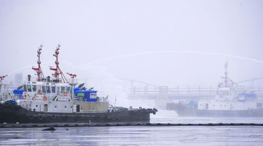 In 2010, Huahai took part in the oil spill treatment work of Dalian 7.16 accident.
